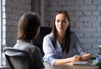 Zwei Frauen im Consultinggespräch