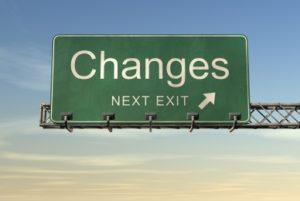 Autobahnschild mit Changes next exit