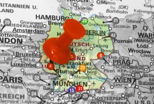 deutschlandkarte auf der eine pinnadel steckt
