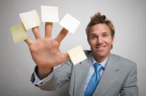 geschäftsmann mit postlets an jedem finger
