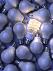 ein haufen glühbirnen wovon eine leuchtet