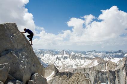 Wie Sie durch das Bergwandern symbolisch Aufgaben bewältigen lernen