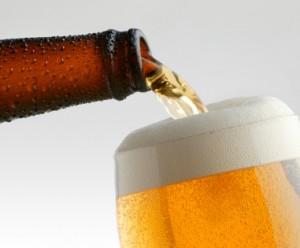 bier wird eingegossen