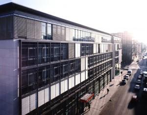 Büro nach moderner Bauart (E.ON-Unternehmenssitz)