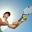 Tennisspielerin bereit für den Aufschlag