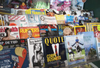 Print: Regal mit Zeitschriften