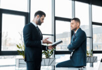 Zwei Businessmänner im Gespräch