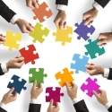 Puzzle-teile symbolisieren Integration