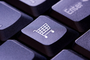 Einkaufswagensymbol auf einer Computertastatur