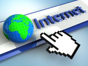 Handcursor zeigt auf das globale Internet