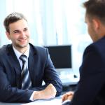 Positives und konstruktives Feedback sind für die Motivation der Mitarbeiter entscheidend. Bildquelle: EDHAR 155433188/Shutterstock.com