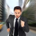 Geschäftsmann rennt zur Arbeit