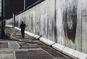Mann an Mauer