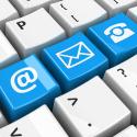 Blau Kontakt tasten auf einer Tastatur