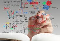 Mathematische und wissenschaftliche Zeichen auf einem Board