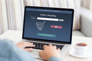 Person shoppt Online
