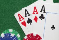Spielkarten mit Pokerchips
