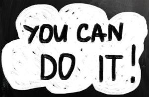 """""""Sie können es tun"""" handgeschrieben mit weißer Kreide auf einer Tafel"""
