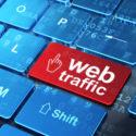 Web-Entwicklungskonzept: Mauszeiger und Web-Verkehr auf dem Computer
