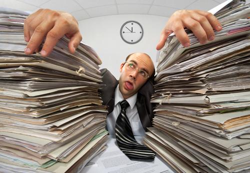 Kapitulation im Papierkrieg: Zwei von fünf Firmen nutzen eigene Anleitungen nicht