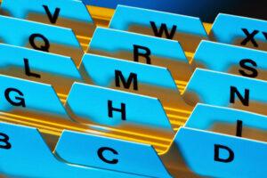 Alphabet und Registrierkarten