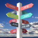 Wegweiser mit Domainnamen