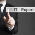 Geschäftsmann drückt IT Experten knopf