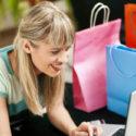 Frau beim Online Shopping