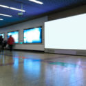 Werbebildschirm in der U-Bahnstation