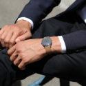 Uhr an einem Handgelenk
