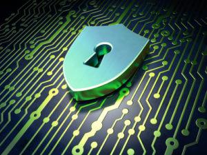 Sicherheitskonzept: Platine mit Schild mit Schlüsselloch-Symbol