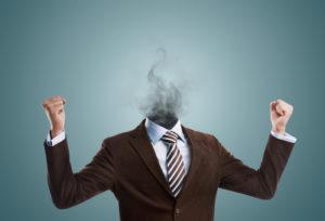 Geschäftsmann Anzug aus dem Rauch heraussteigt