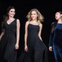 Drei Frauen in Kleidern