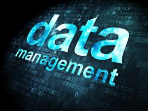 Datenkonzept: Datenverwaltung auf digitalem Hintergrund