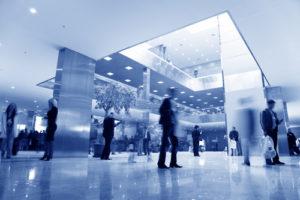 blaue Geschäftshalle