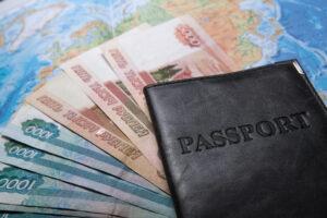 Pass, Geldscheine und Weltkarte