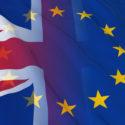 Beziehungskonzept der Briten und der Europäischen Union - verschmolzene Flaggen von Großbritannien und EU
