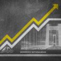 Geldmengenwachstumsdiagramm auf einem Kreidebrett