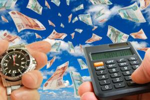 Collage mit Geldscheinen und Rechner