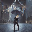 Geschäftsmann gegen Blitz