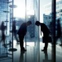 Geschäftsleute, die arbeitendes Unternehmenskonzept bearbeiten