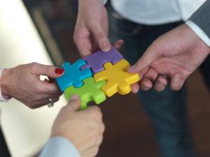 Geschäftsleute Gruppe Montage Puzzle