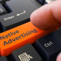 Native Advertising - Klicken auf die orangefarbene Tastaturtaste.