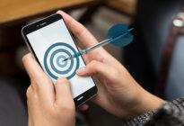 Pfeil trifft Ziel auf Smartphone