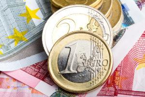 Euromünzen auf Scheinen