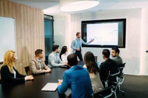 Bild des Geschäftstreffens im Konferenzsaal