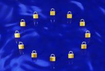 Gold Vorhängeschlösser bilden EU-Flagge