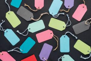 Preisschilder in verschiedenen Farben