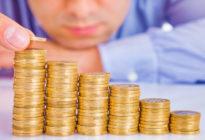 Steigende Münzen eines Geschäftsmannes