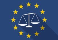 Lange Schattenfahne der Europäischen Union mit einer unausgeglichenen Gewichtsskala